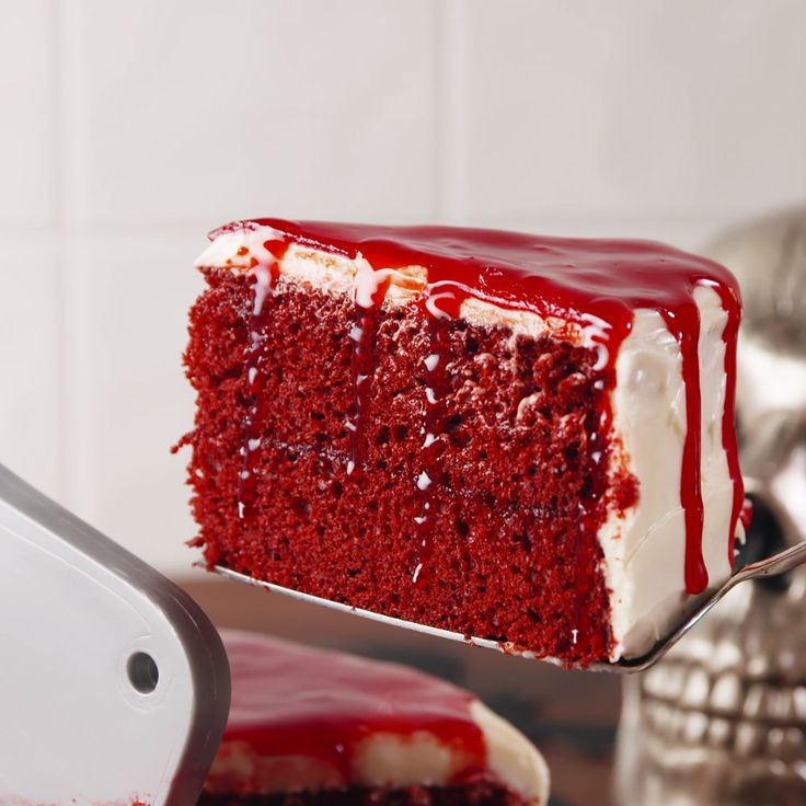 Holy fuck my favorite kind of cake