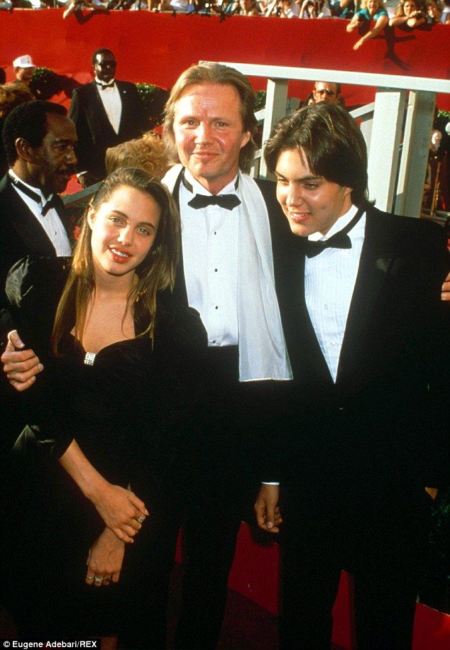angelina jolie and her dads relationship