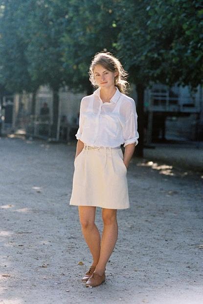 Brogues, flowy shirt and a cute skirt!