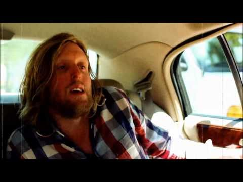 Andy Burrows will release, August 5th, a new version of Keep on moving on that was already featured on his solo album Company. The video above is directed by Dace Oscroft from New York.