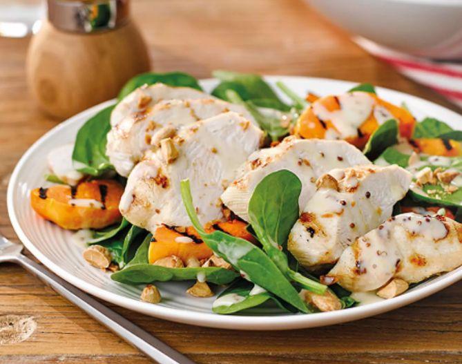 Mmmhh- paniertes Hähnchen mit Feldsalat! So frisch, so gesund, so leicht!  JETZT bei Readly lesen:   Mein LandRezept 03.2016 - Seite 55