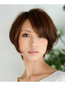 元気の象徴のようなエネルギッシュなショートヘアも、色気がふわりと漂う大人の女性の雰囲気にすることが出来ます!ポイントは、長めに残した前髪です!見たらあなたもショートヘアにしたくなるはず♪スタイリングの参考にもどうぞ☆