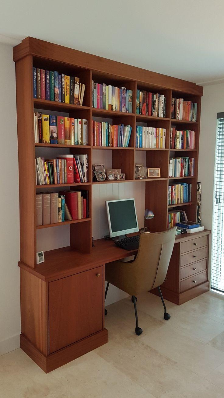 Mahonie boekenkast met bureau