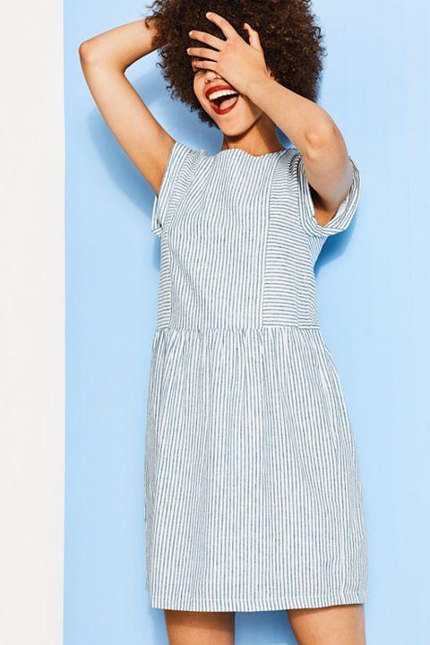 Gestreepte jurk van een luchtige linnenmix