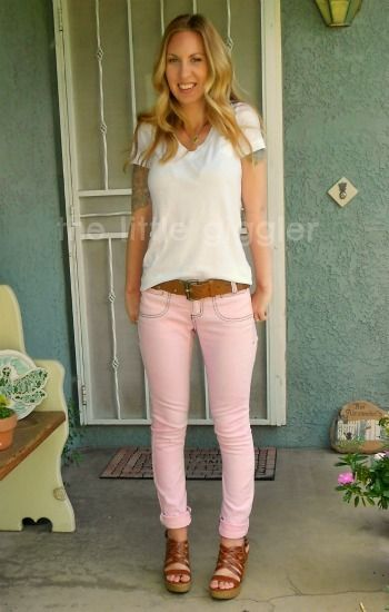 absolutely my next diy project. honest to goodness, she made that old pair of regular jeans into the cutest rosy jeans ever!! just old jeans, bleach, water, and your dye color of choice!