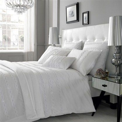 Very simple bedroom. Totally my style <3 but not the lamps as it is too much of a focal point and bigger scale. I will go with something softer and less structure.