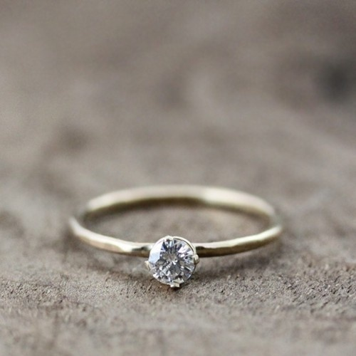 simplicity at it's finest. i am so very in love with this ring.