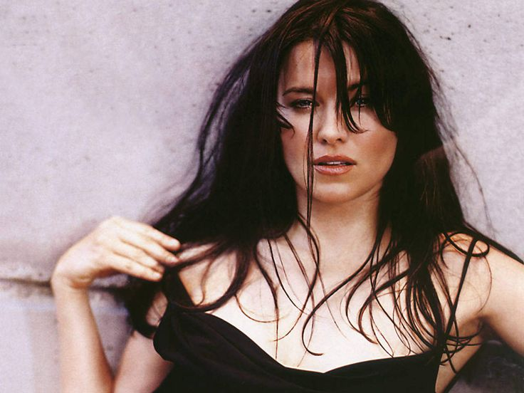 Lucy Lawless ...... While filming in Ireland for the Discovery Channel in 2004, Lawless told Ireland on Sunday that her father's family originated in Quilty, County Clare, and her great grandfather arrived in New Zealand as a convict
