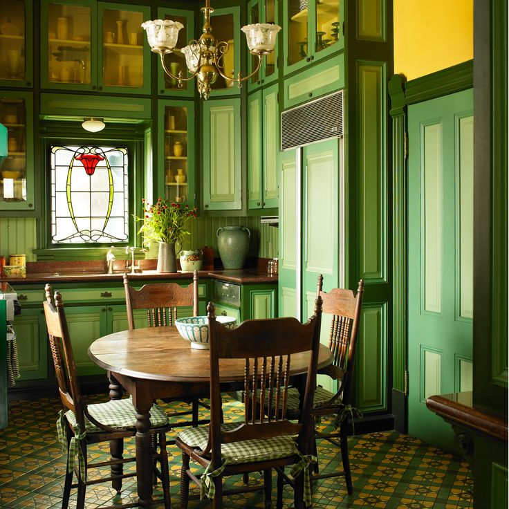 Victorian Era Dining Room: Dunn-Edwards Paints Paint Colors: Walls: Golden Retriever