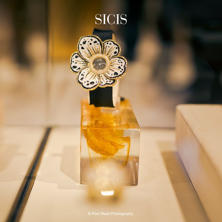 The famous designer Roger Thomas created an entire collection of watches for Sicis, discover some pieces in these pictures