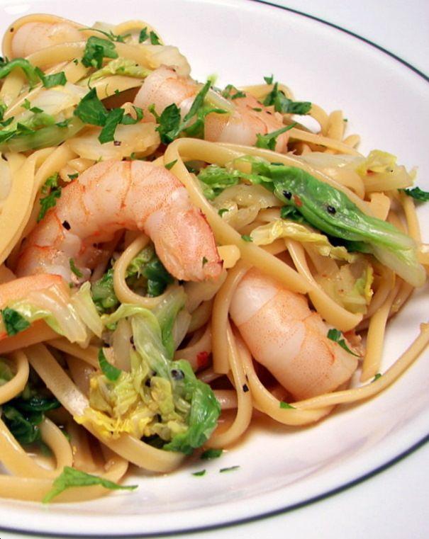 Nouilles chinoises sautées aux légumes et aux crevettes