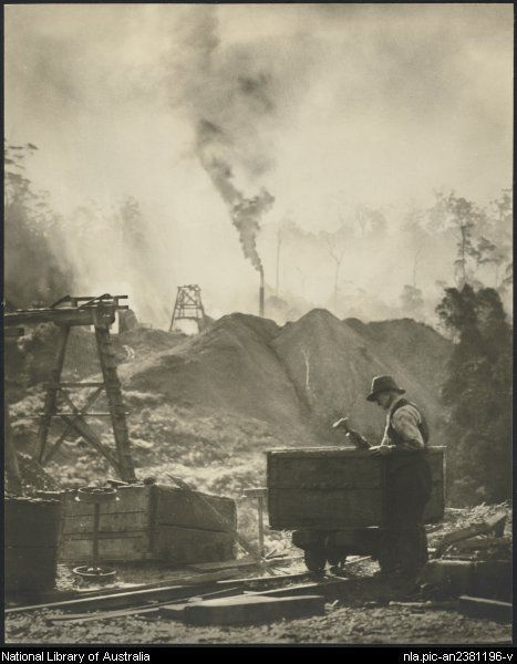 Cazneaux, Harold, 1878-1953. The skip mender [picture]