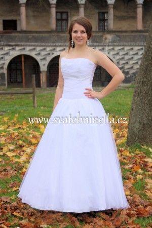 Bílé svatební šaty velikost XS 32-34. Ceny na www.svatebninella.cz   #svatebníšaty, #bíléšaty, #svatební #šaty, #půjčovnašatů, Svatební studio Nella, Česká Lípa