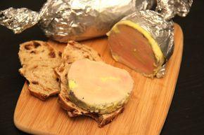 """J'ai testé la cuisson du foie gras à la vapeur, et c'est vraiment top ! Le résultat est bluffant. Le foie gras est parfaitement cuit et il y a très peu de perte en """"gras jaune"""". J'ai choisi de le faire mariner au préalable avec de l'armagnac et du calvados, un mariage parfait pour le foie gras, tout en délicatesse."""