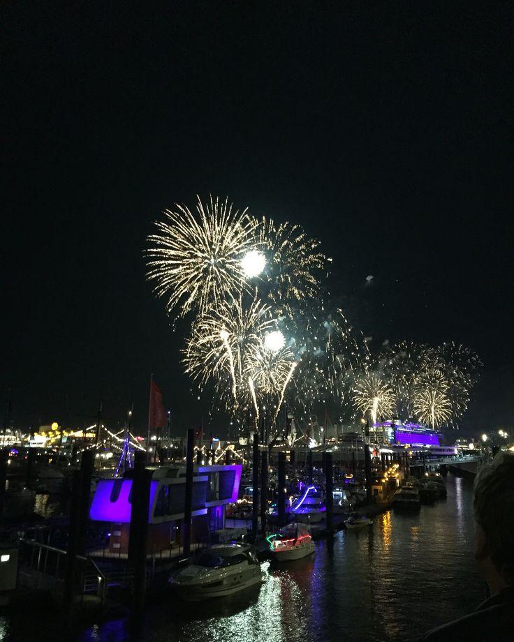 Feuerwerk Hafengeburtstag 2016 Taufe Aida Prima