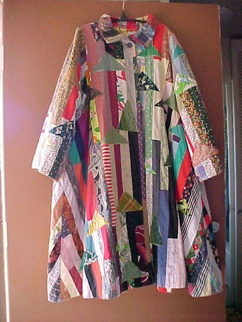 This is a 1960s vintage womans patchwork crazy quilt style swing coat. Second photo shows the lining...large floral print It has a true