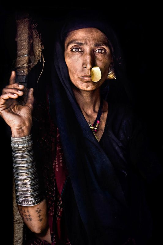 India | Portrait of a Rabari woman. Gujarat  | © Mitchell Kanashkevich.