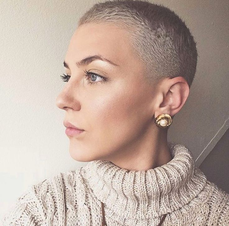 best 25 buzz cut women ideas on pinterest pixie buzz cut shaved head women and buzzcut haircut. Black Bedroom Furniture Sets. Home Design Ideas