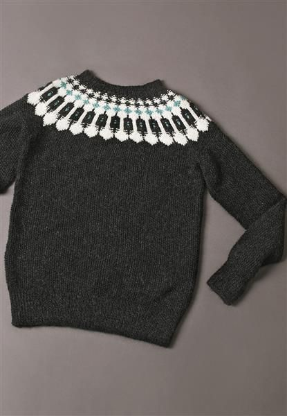 1411: Modell 12 Perlestrikket genser med rundt bærestykke #alpakka #strikk #knit