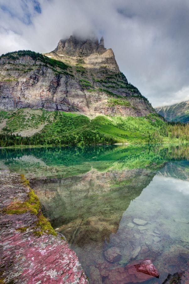 بحيرة موكوانيس م نتزه جلاسير الوطني الولايات المتحدة الأمريكية In 2020 National Parks Usa Glacier National Park National Parks