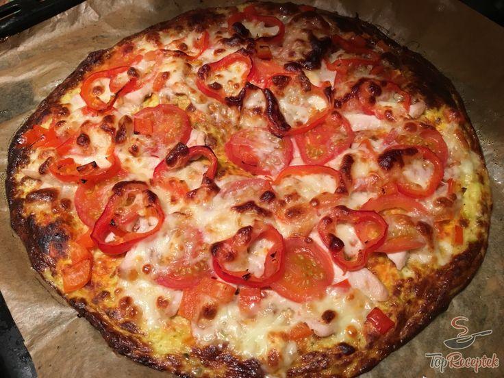 A cukkinis, liszt nélküli pizza mozzarellával kiváló könnyű és diétás fogás. Egy alternatív, egészségesebb pizza, kísérletező szakácsoknak. Próbálja ki bátran, biztos nem bánja meg. A feltét ízlés szerint variálható, a cukkinis alap pedig rendkívül finom.