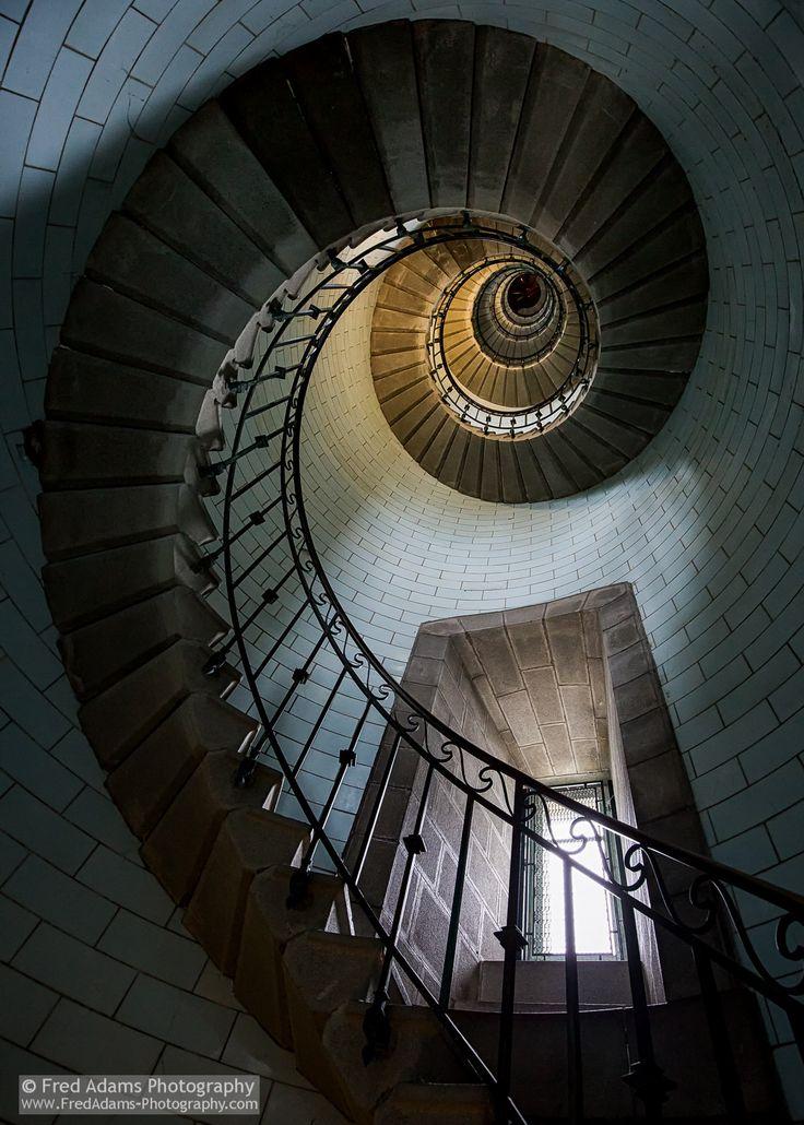 Eckmuhl Lighthouse - Eckmuhl Lighthouse, Brittany, France