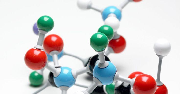 Cómo contar los electrones de valencia de un elemento . La valencia de un átomo determina la capacidad de un elemento para enlazarse con otros elementos. A pesar de que contar los electrones que forman la capa más externa de la estructura atómica es imposible a simple vista, puedes utilizar el número atómico en la tabla periódica para establecer el número de electrones en la capa de cada átomo. Con el ...