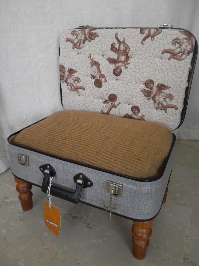 les 25 meilleures id es de la cat gorie lits pour chiens valise sur pinterest lits pour chiot. Black Bedroom Furniture Sets. Home Design Ideas