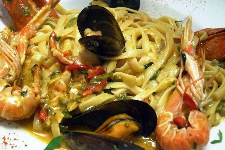 Ένα μεσογειακό πιάτο με ζυμαρικά