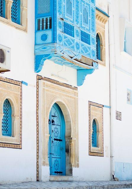 Bezoek de bezienswaardige plaatsen Port El Kantaoui en Sousse, waar veel middeleeuwse monumenten bewaard zijn gebleven, zoals de stadsmuren, het ribat, de Grote Moskee en de kasba met zijn interessante archeologisch museum en fraaie uitzicht op de oude stad en de zee.