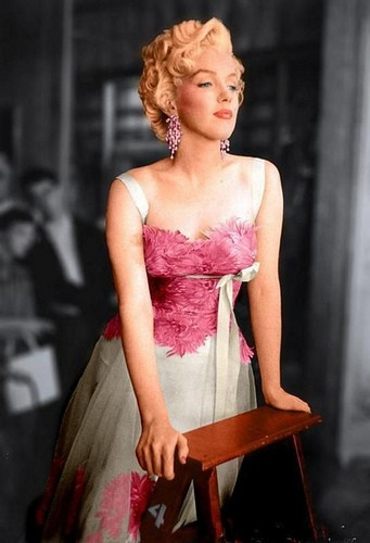 Marilyn Monroe and I love this dress:)