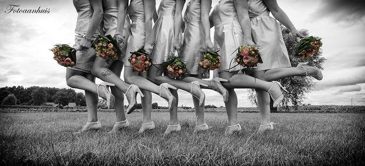 bruidsmeisjes en bruidsjonkers - fotograaf huwelijk - spontabruidsmeisjes en bruidsjonkers - fotograaf huwelijk - spontane huwelijksreportagene huwelijksreportage