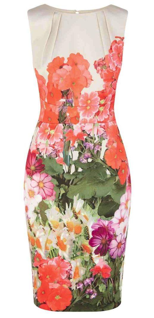 Vestido floral con corte en cintura y pliegues en hombre, faltan las mangas