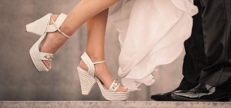 #Magrit NADIA: #Sandalia Cuña de cuerda blanca y plata con la pala cubierta de cristales, ideal para tu boda especial Emoticono wink #SWAROVSKIELEMENTS-----------------------NADIA: #Wedgesandals with white and silver cords and vamp covered with crystals, ideal for your special wedding Emoticono wink #SWAROVSKIELEMENTS http://www.magrit.es/es-ES/nadia-blanco-398
