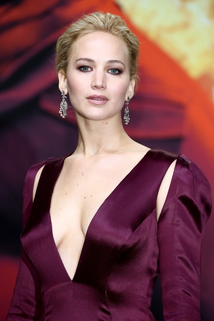 Jennifer Lawrence Fansite: HQ PHOTOS: Jennifer Lawrence attends Mockingjay Berlin Premiere