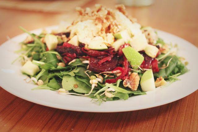 happyfoodstories: Chévresalat med ovnsbakte rødbeter