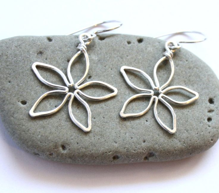 Great Tutorial / Flower Earrings : Easy Wire Wrapped Jewelry Tutorial #jewelrymaking