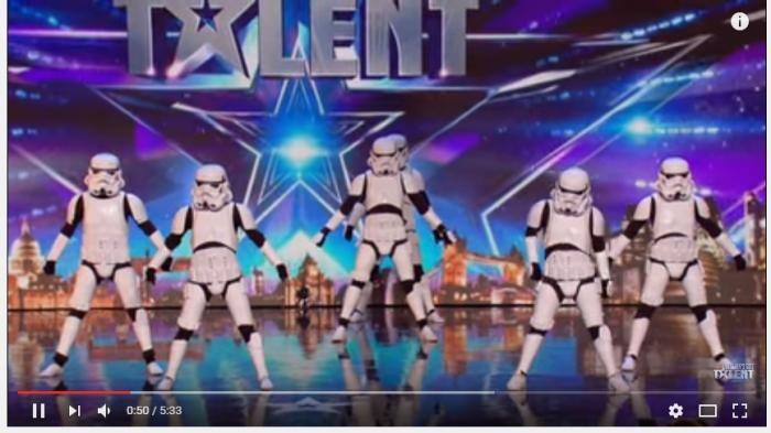 Stormtroopers Menari - Wah! Pasukan Imperial Ini Ternyata Bisa Nge-dance Juga