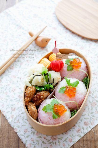 ・桃色手まり寿司 ・鶏むね肉のしっとり利休焼き ・カリフラワーと新キャベツの海苔和え ・玉子焼き ・ぼんぼり風甘酢ラディッシュ