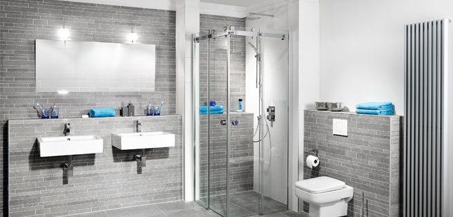 Luxe badkamer met ruime douche en grote wastafelcombinatie