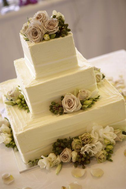 usually don't really like floral arrangements on cakes, but this one was well done...I think buttercream adds texture too