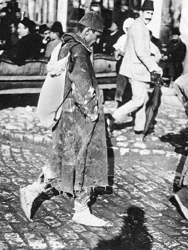 Balkan Harbi'nin ardından evine dönen bir Osmanlı askeri.. İstanbul, 1913