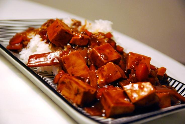 Hoppa över besöket på kinarestaurangen idag, och gör egen tofu i sötsur sås. GOTT!    http://intebarasallad.se/tofu-i-sotsur-sas/