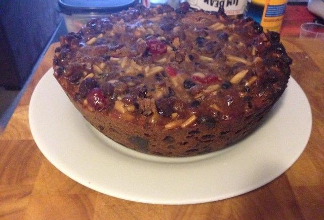 With Christmas just around the corner here's a fantastic slow cook Christmas Fruit Cake recipe that will knock your Christmas stockings off.