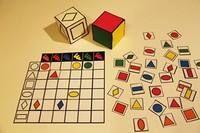 Tablero de doble entrada de formas y colores con dados