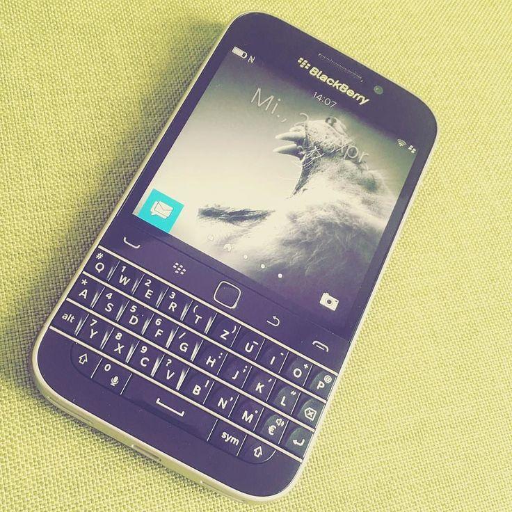"#inst10 #ReGram @insiderz_rio: #blackberry #classic #vodafone #wednesday #business ...... #BlackBerryClubs #BlackBerryPhotos #BBer ....... #OldBlackBerry #NewBlackBerry ....... #BlackBerryMobile #BBMobile #BBMobileUS #BBMibleCA ....... #RIM #QWERTY #Keyboard .......  70% Off More BlackBerry: "" http://ift.tt/2otBzeO ""  .......  #Hashtag "" #BlackBerryClubs "" ......."