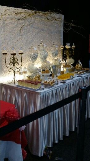 Elegant lolly buffet: gold and champagne