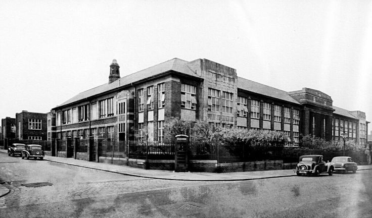 Blackpool Technical College (and School of Art) circa, 1937. #Blackpool #College #North #Art pic.twitter.com/3hJCMnnj4O