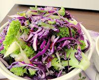Salada de Brócolis com Repolho Roxo e Cranberries