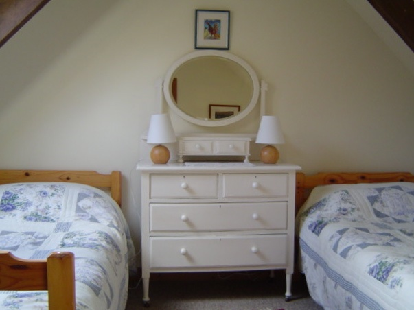 Twin bedroom with cot